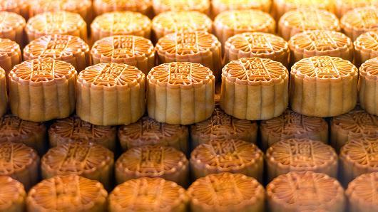 101006836-mooncakes.530x298